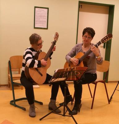 Fotoalbum Gitarrenklasse von Ingrid Walter spielt auf - Vorspiel II