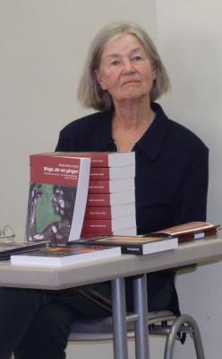 """Fotoalbum Literatur-Café zum Weltag des Buches """"Wege, die wir gingen"""" von Barbe Maria Linke"""