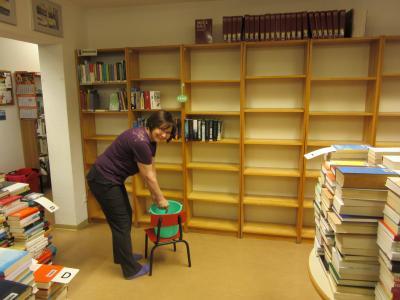 Fotoalbum Frühjahrsputz in der Bibliothek
