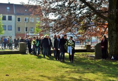 """Fotoalbum Kranzniederlegung zum """"Tag der Befreiung"""""""