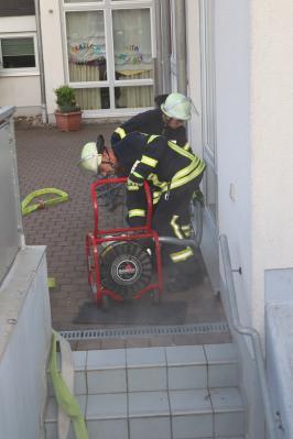Fotoalbum Feueralarm im Kindergarten St. Josef -  Feuerwehr Flieden probt den Ernstfall