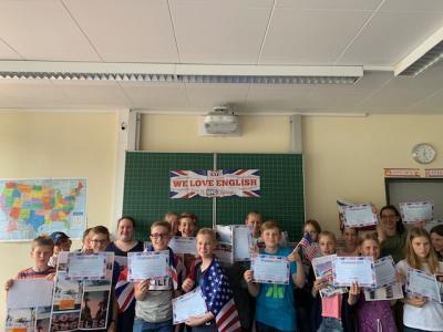 """Fotoalbum WHG-Schüler nehmen am europäischen Englischwettbewerb """"Big Challenge"""" teil"""