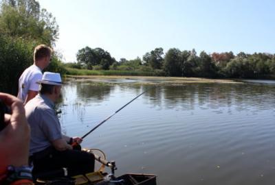 Fotoalbum Ministerpräsident bei den jungen Anglerinnen und Anglern