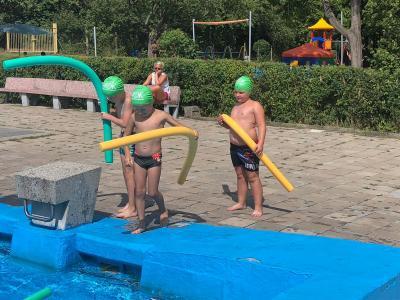 Fotoalbum 2. AOK-Schwimmkurs im Schwimmbad Nienburg (Saale)