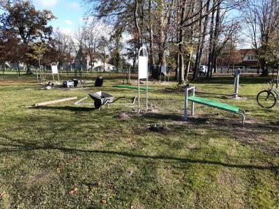 Fotoalbum Fertigstellung des Sportcircles auf den Mehrgenerationen-spielplatz im Stadtpark der Stadt Kremmen