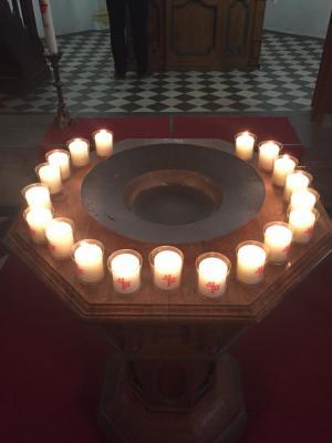 Fotoalbum Altar zum Totensonntag mit Abendmahl