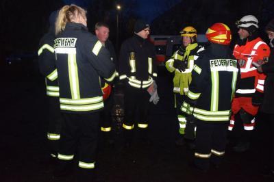 Fotoalbum Feuerwehr und Rettungshunde trainieren gemeinsam