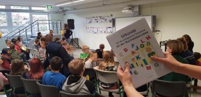 """Fotoalbum """"Es fährt ein Bus durchs ABC"""" - Kitakinder erforschen die Schule"""