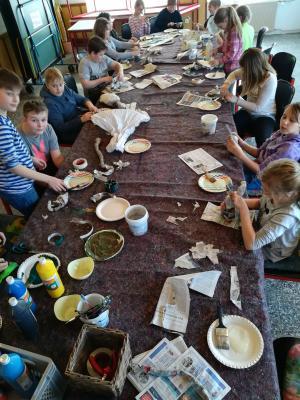 Fotoalbum Pappmaché-Workshop mit der 4. Klasse der Grundschule John-Brinckman Goldberg