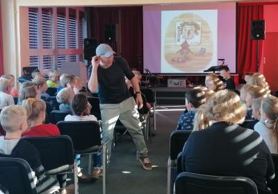 Fotoalbum Autorenlesung für Kinder der Astrid-Lindgren-Grundschule Wusterhausen/Dosse im Rahmen des 24. Literarischen Bilderbogens