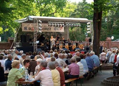 Fotoalbum 16. Wittenberger Dixielandfest auf dem Hof des Wittenberger Gymnasiums