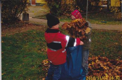 "Fotoalbum Herbstputz in der Kita ""Pusteblume"""