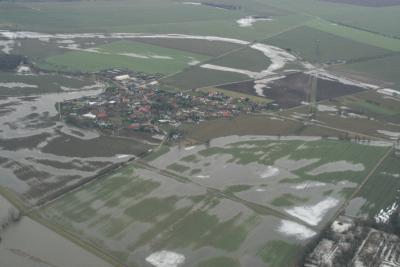 Stadt nienburg saale hochwasser aus der for Vogelperspektive englisch