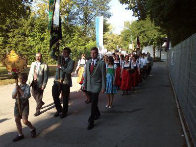 Fotoalbum Standartenweihe mit Schützenumzug 2013