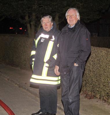 Fotoalbum Feuer im Dorfmuseum  - Drei Menschen vermisst: Feuerwehrübung mit abendlichen Sirenen-Alarm in Hoisdorf