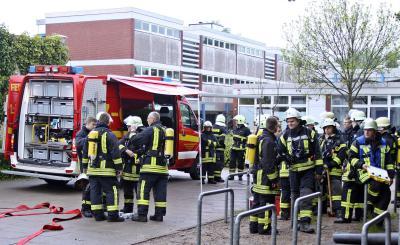 Fotoalbum Fussboden in Flammen - Feuerwehr rettet Sporthalle in Bargteheide