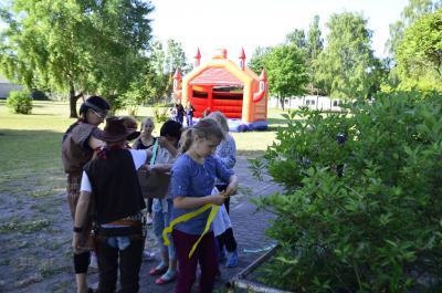 Fotoalbum Kindertag 2014 an der Grundschule, Motto: Indianerfest