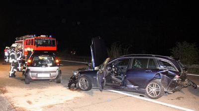 Fotoalbum Auffahrunfall auf der A1 bei Stapelfeld mit fünf Verletzten: Feuerwehr und Rettungsdienst waren mit einem Großaufgebot zur Stelle