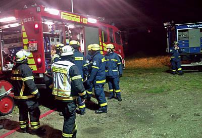 Fotoalbum Zusammenarbeit klappte wie am Schnürchen: Feuerwehr und THW übten in Tangstedt gemeinsam