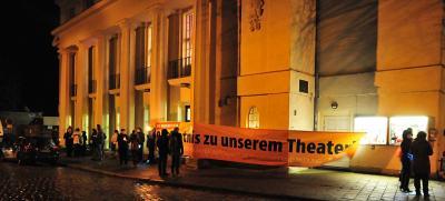 Fotoalbum Lichterkette vorm Greifswalder Theater
