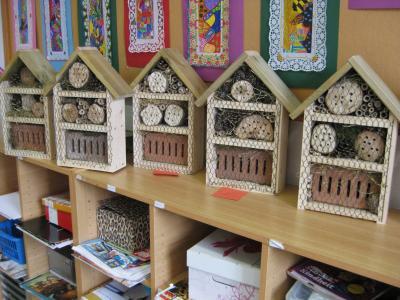 Fotoalbum Bau von Insektenhotels mit der 4. Klasse