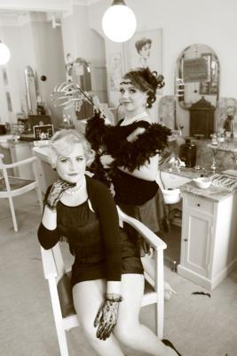 Fotoalbum Friseurlehrlinge zum Fotoshooting im Historischen Friseursalon
