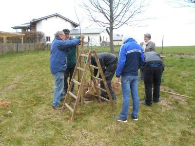 Fotoalbum Baumpfanzaktion der Konfirmanden und Kommunionkinder - Tages des Baumes