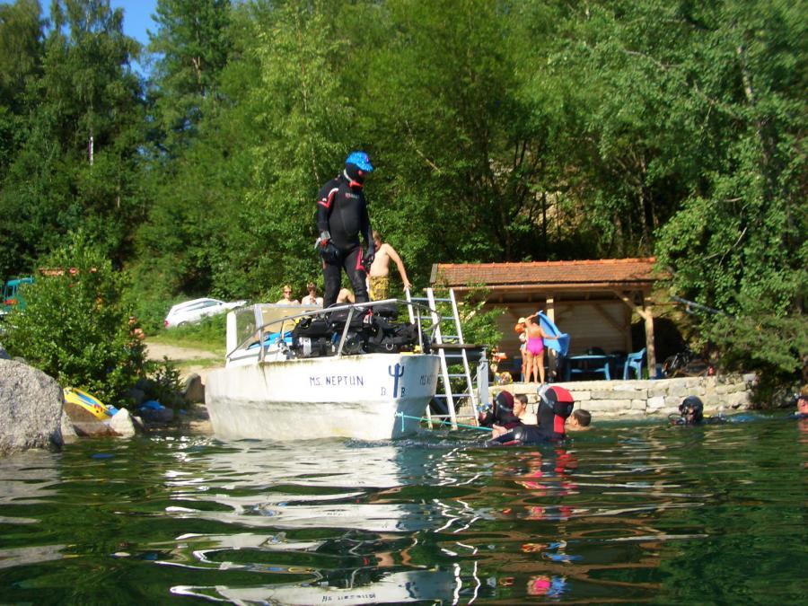 Foto der Galerie: 01.07.2012: Boot versenken am Weiher