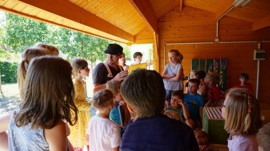 Foto der Galerie: Neue Blühflächen in der Grundschule Rosa Luxemburg