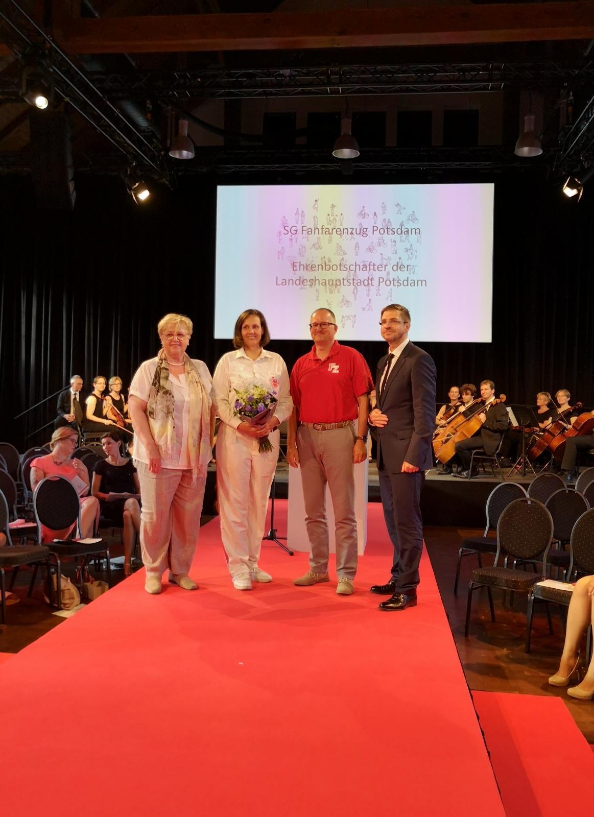Foto der Galerie: 13.06.2019 - Verleihung Ehrenamtspreis 2019 mit Ankündigung Ehrenbotschafter