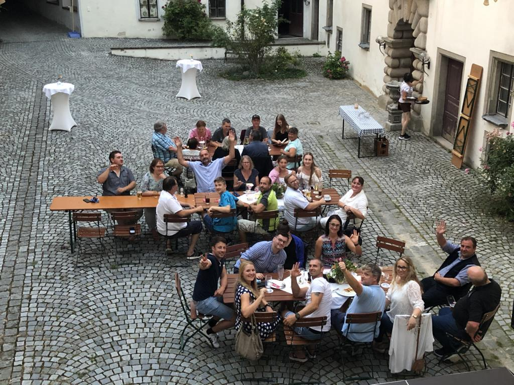 Foto der Galerie: Sommerstammtisch auf Schloß Ortenburg