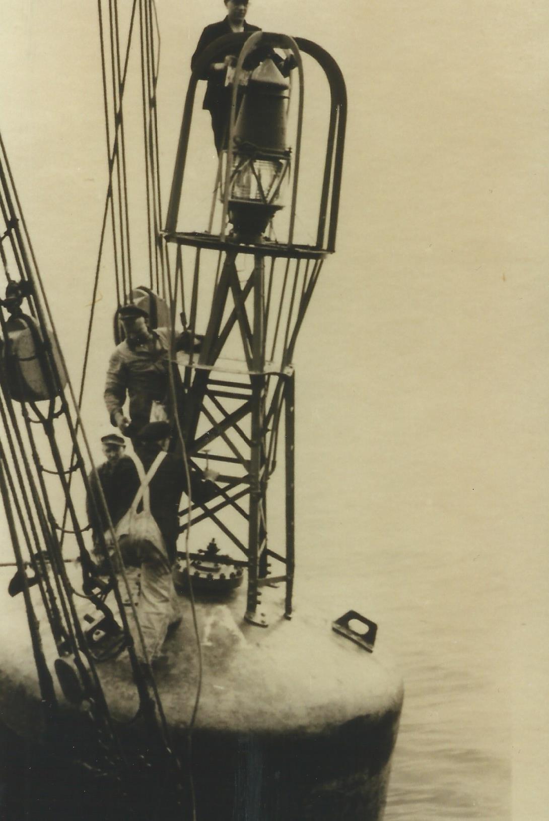 Foto der Galerie: Fahrwassertonnen und deren Wartung in den 1930er Jahren