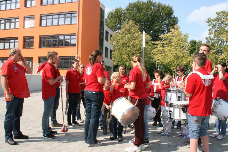 Foto der Galerie: 23.08.2014_Fanfarenzug Potsdam_Einschulung Zeppelin Grundschule