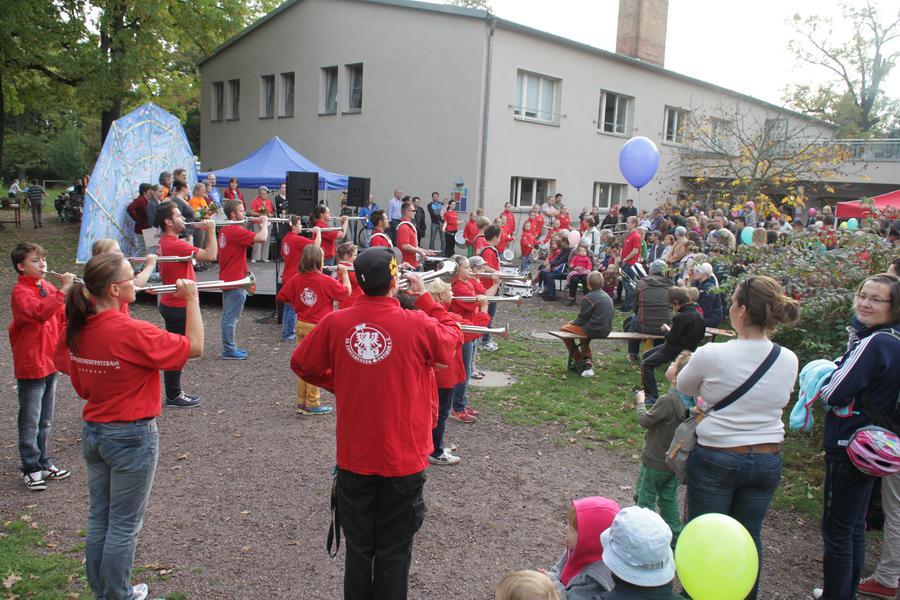 Foto der Galerie: 12.10.2014 - Fanfarenzug Potsdam - Auftritt Treffpunkt Freizeit - Herbstfest