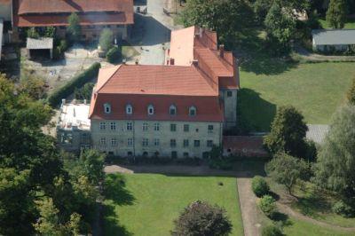 Das Schloss Ahlsdorf befindet sich im Privatbesitz, die Parkanlage ist für alle Besucher offen
