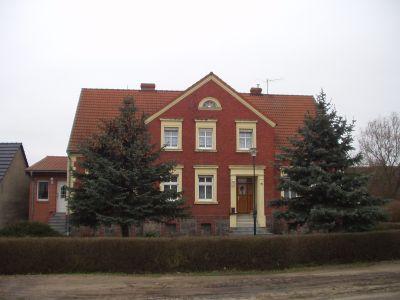 schön gelegenes Wohnhaus in Wutike