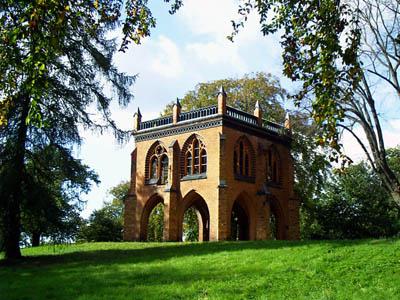 Die Gerichtslaube im Park Babelsberg.