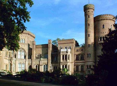 Das neugotische Schloss im Park Babelsberg.