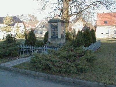 Dieses Kriegerdenkmal entstand nach dem 1. Weltkrieg.