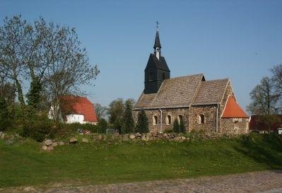 Kirche und Friedhof