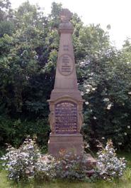 Das Kriegerdenkmal im Ortskern