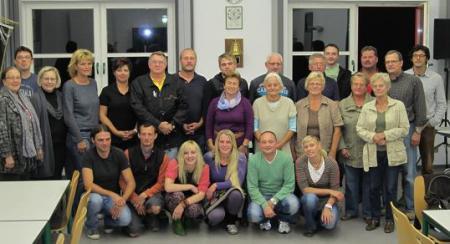 """Die Gründungsmitglieder des """"Ebelebener Sport- und Schwimmbadverein e.V."""" Nach dem Satzungsbeschluss wählte das Auditorium den Vorstand."""