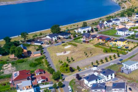 Luftaufnahme des Wohnparks Alma mit Spielplatz