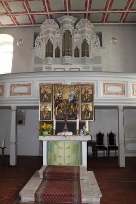 Altar und Orgel der Kirche in Ursprung