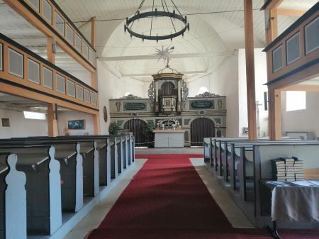 Blick auf Altar in Friedhofskirche