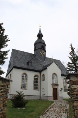 Außenansicht der Brünloser Kirche