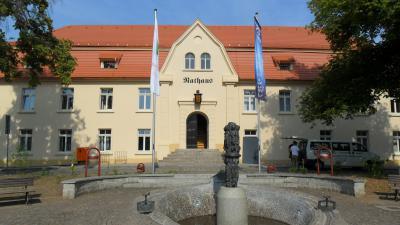 Rathaus - Marktplatz 1 in Nienburg (Saale)