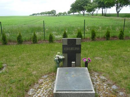 Deutsche Kriegsgräberstätte in Zeschdorf, OT Döbberin Foto: Info Punkt Lebus