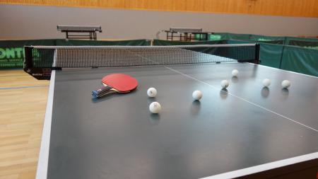 Titelbild Tischtennis Bälle + Schläger