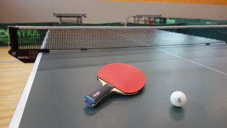 Titelbild Tischtennis Ball + Schläger